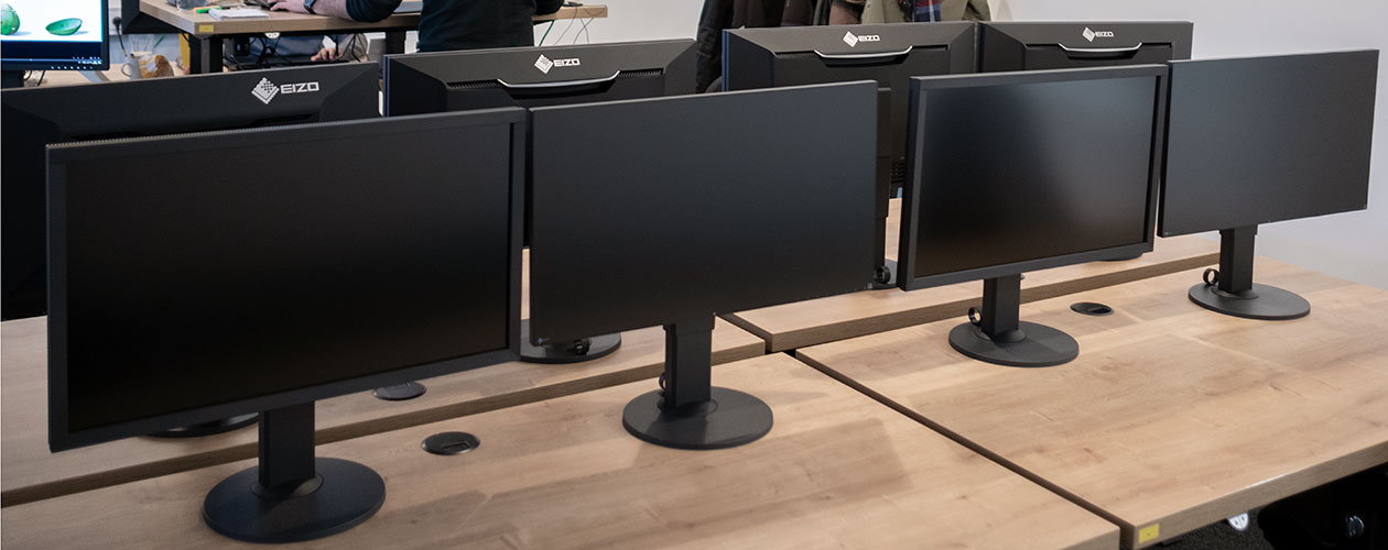 Four fully equipped EIZO workstations