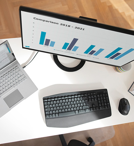 Wide range of connection options: EIZO monitors help ensure a tidy desk.